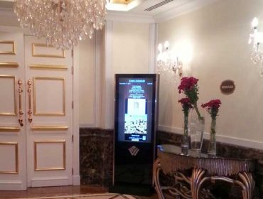 Hotel-interactive-display.stand-alone-370x280